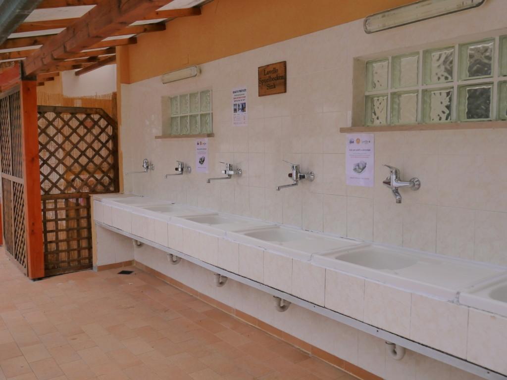 Camping Villaggio dei Fiori Sanremo- miejsce do zmywania i prania