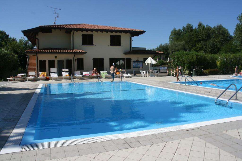 Camping Zocco nad jeziorem Garda- basen