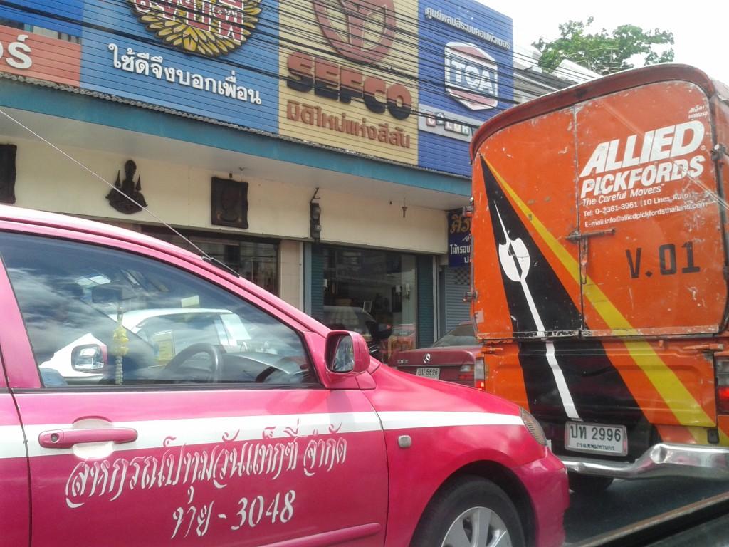 Jak i za ile poruszać się po Tajlandii? Taxi