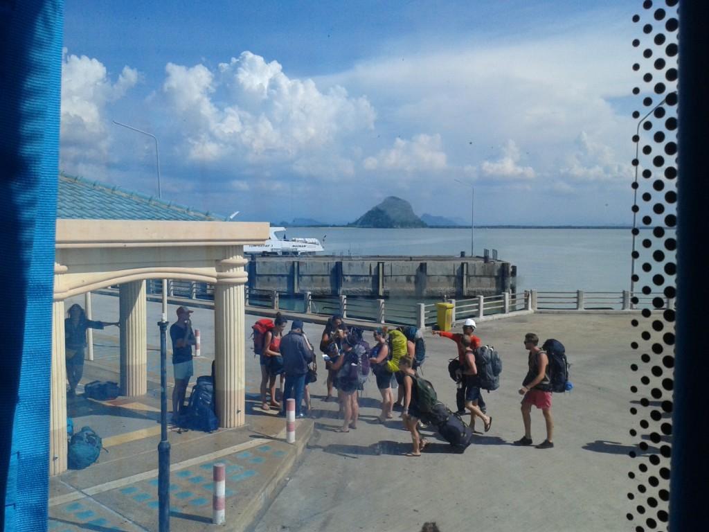 Autobusy rządowe vs turystyczne- czym podróżować po Tajlandii?