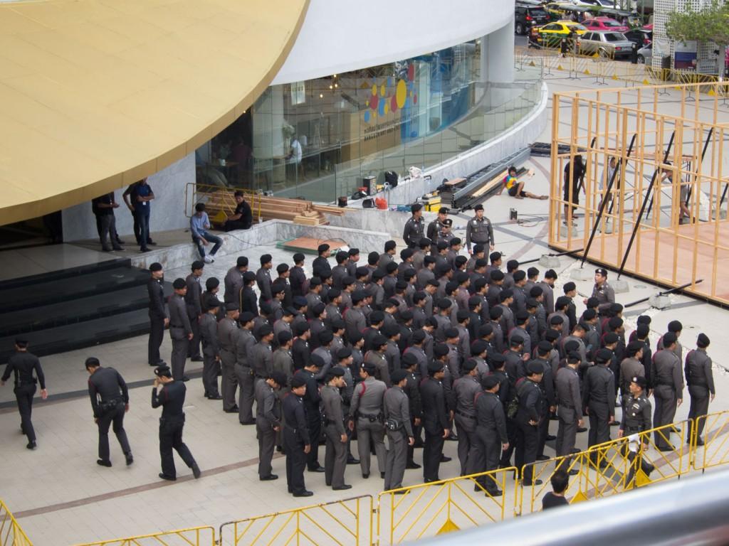 Siam- Żołnierze przygotowujący się na przejazd księżniczki przez Bangkok