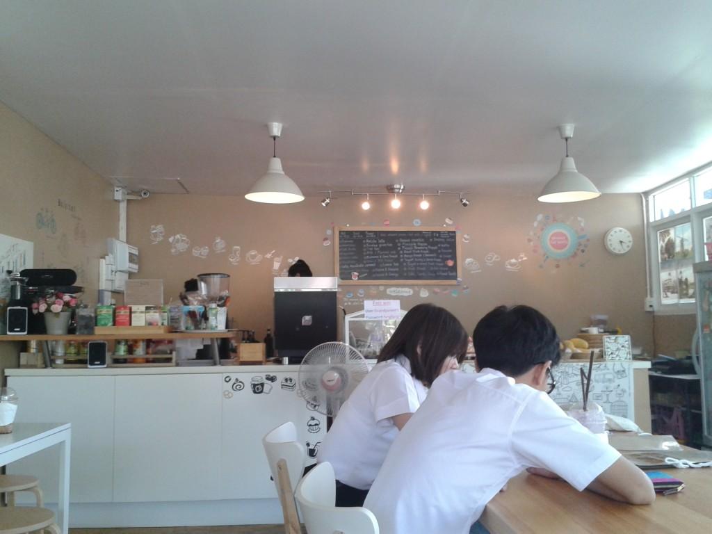 Młodzi Tajowie bardzo chętnie przychodzą do tego rodzaju kawiarni