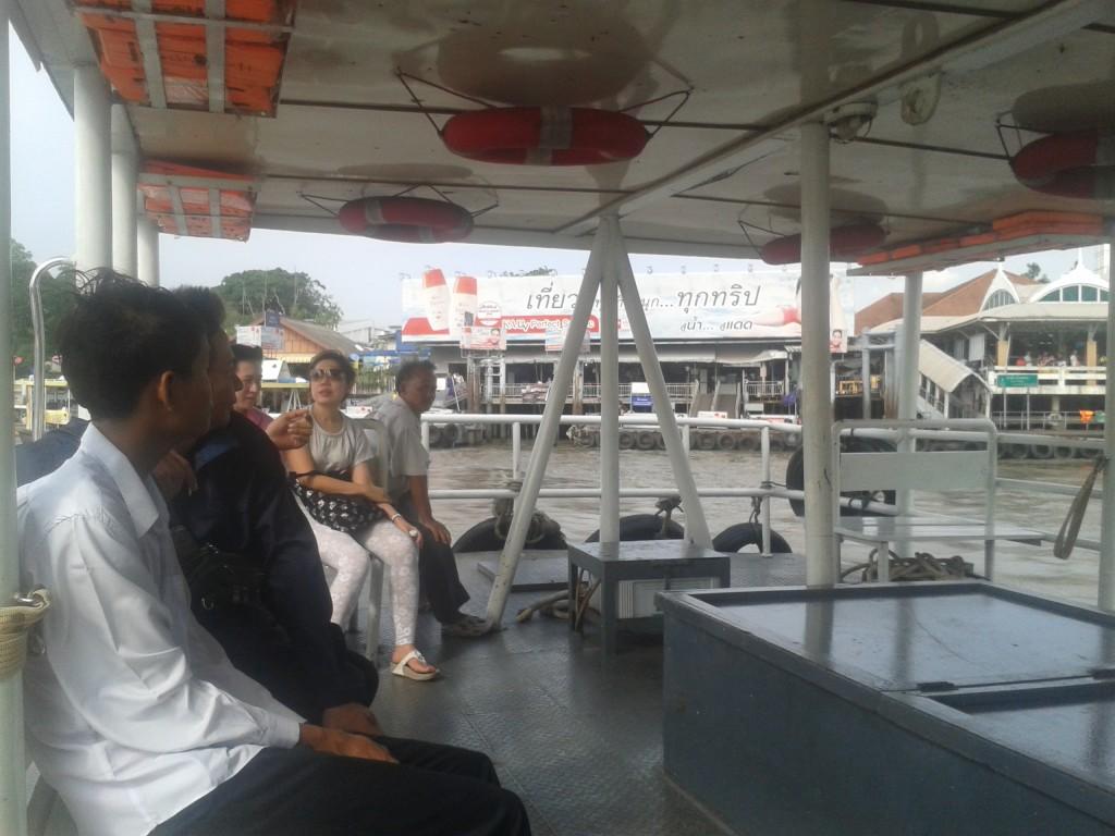 Transport na drugą stronę rzeki Menam w Bangkoku