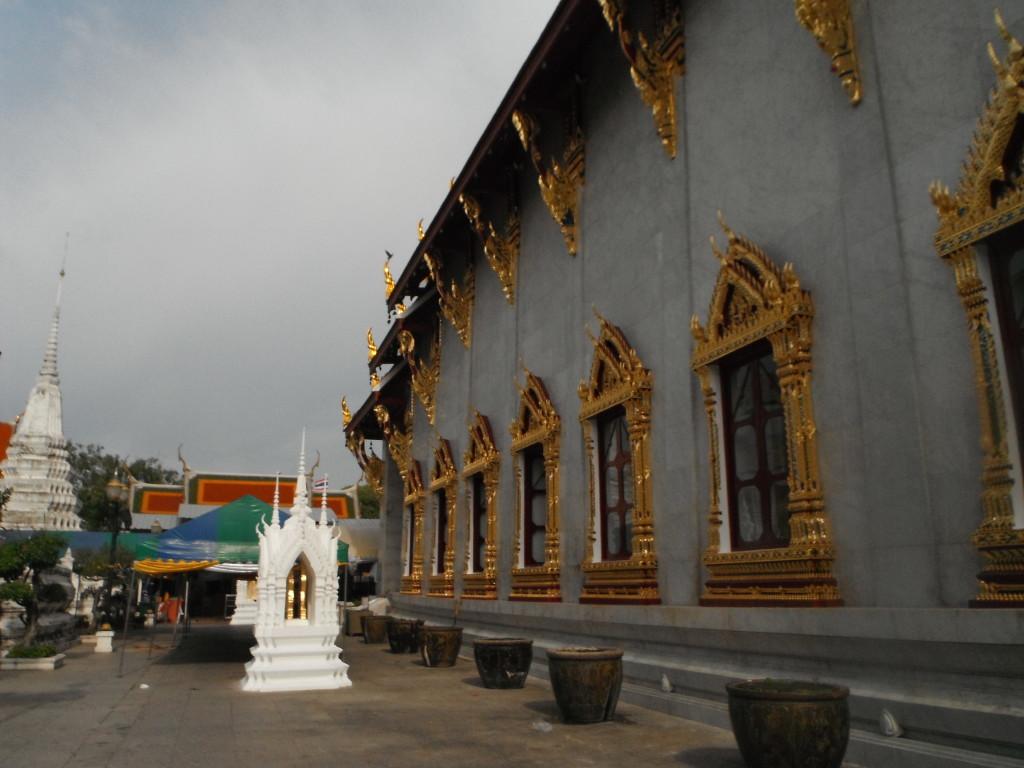 Świątynia Wat Rakangkositaram Woramahavihan