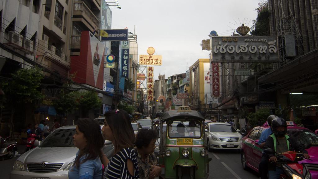 Ulica Yaowarat w Chinatown