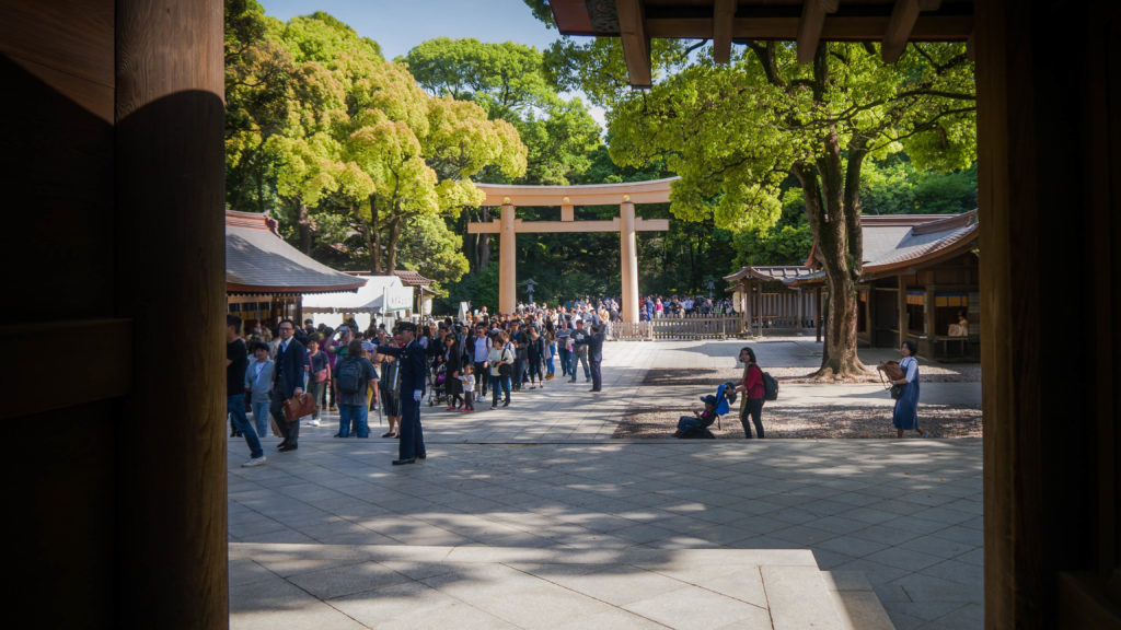 Meiji Shrine w Yoyogi Park w Tokio (Japonia) by Podróże Szczęściary