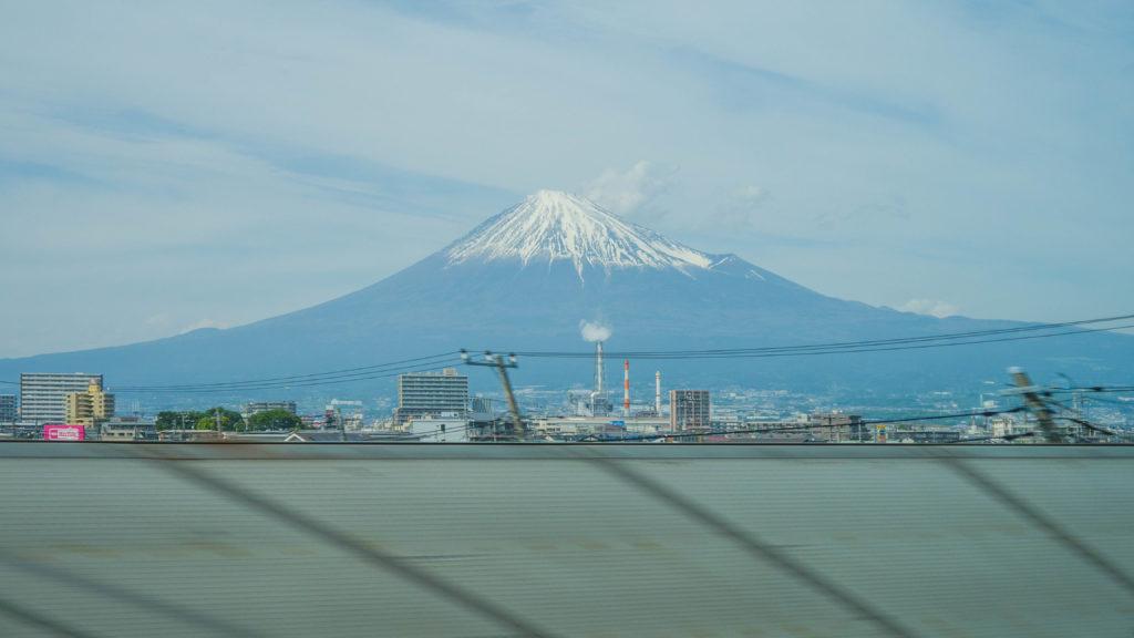 JR Pass i pociągi Shinkansen - widok na górę Fuji