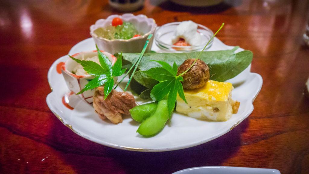 Atrakcje Airbnb - tradycyjna japońska kolacja w Kyoto (Japonia by Podróże Szczęściary)