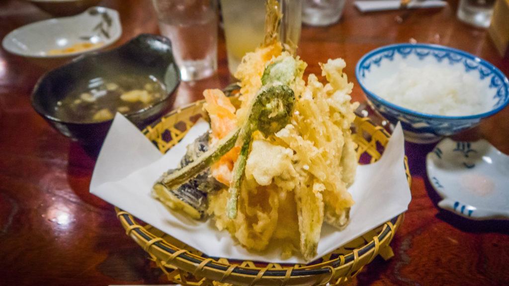 tempura - Atrakcje Airbnb - tradycyjna japońska kolacja w Kyoto (Japonia by Podróże Szczęściary)